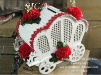 Thùng tiền xe ngựa trắng kết hoa đỏ giá rẻ