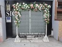 Mẫu cổng hoa chân gỗ giá rẻ