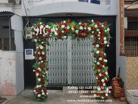 Mẫu cổng cưới đi màu hoa đỏ trắng giá rẻ